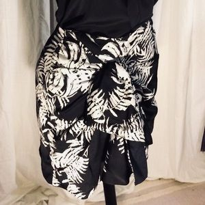 Zara black and white skirt size XS
